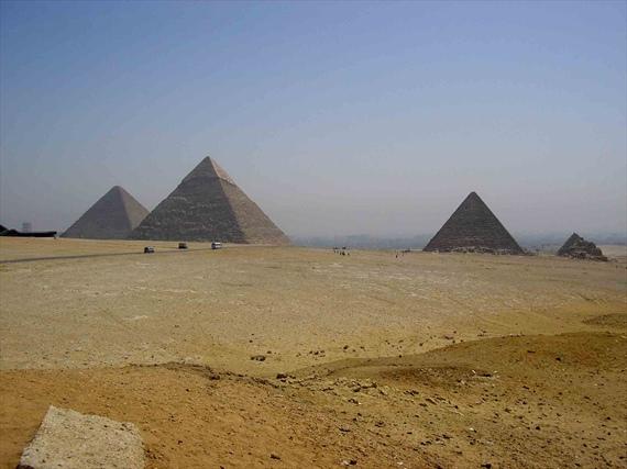 Пирамидите край Гиза, близо до столицата на Египет - Кайро