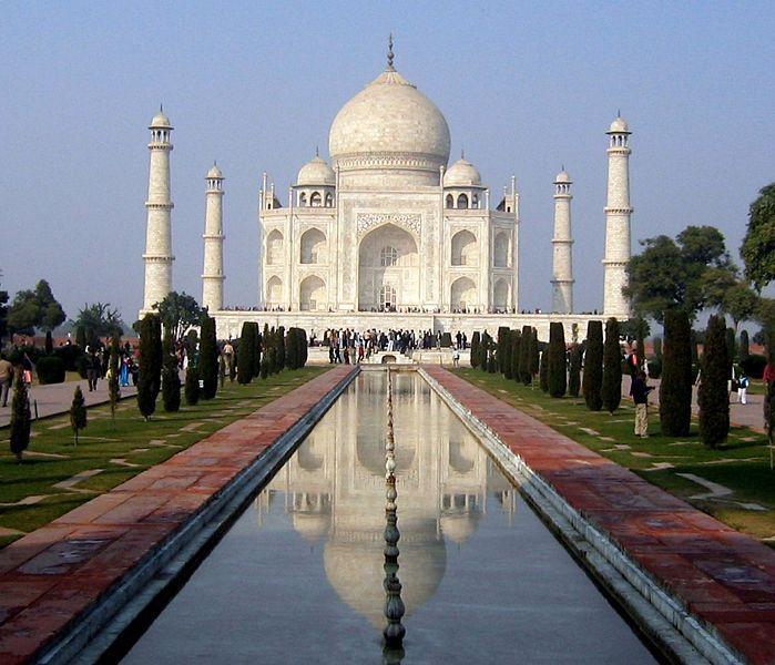 Тадж Махал всяка е един от най - посещаваните места в цяла Индия.