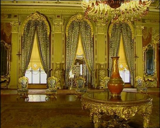 Дворецът Долмабахче отвътре