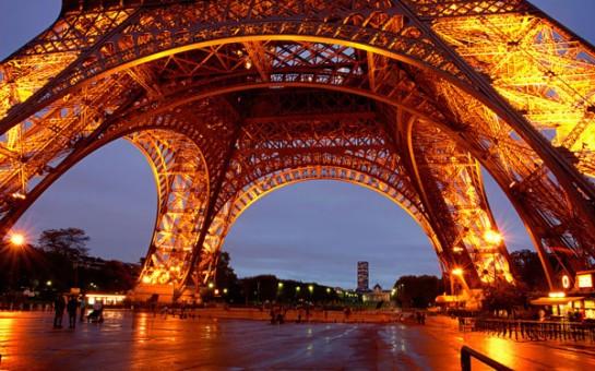 Символът на Париж - Айфеловата кула