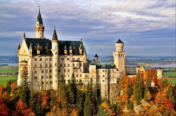 Изключително красивият замък Нойшванщайн