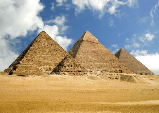Красива снимка на Пирамидите край Гиза