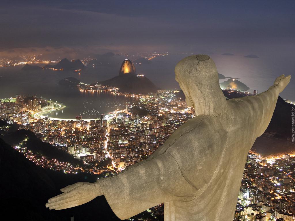 Статуята на Христос и невероятната нощна гледка на Рио Де Жанейро