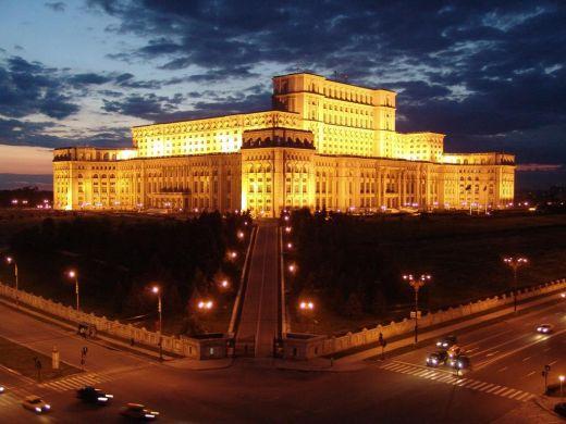 Палатът на Чаушеску през нощта