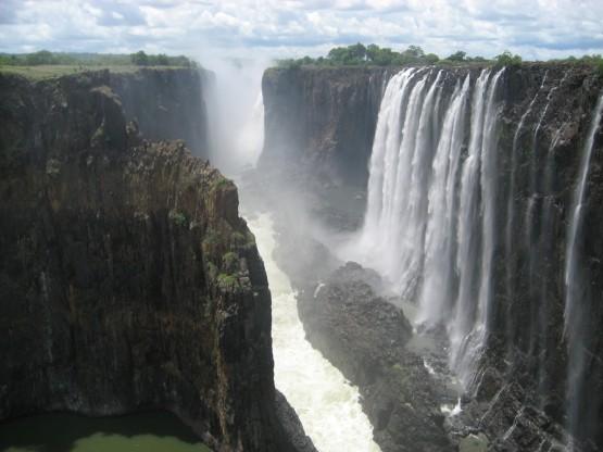 Тонове вода падат всяка секунда от десетки метра височина