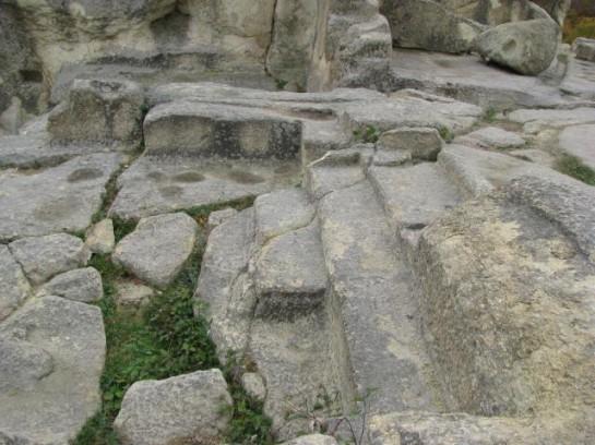 Издълбани стълби в скалата