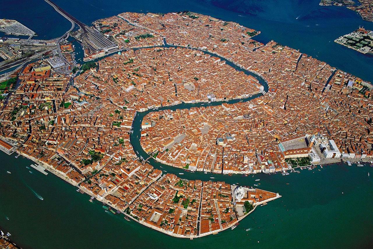 Причи поглед към Венеция