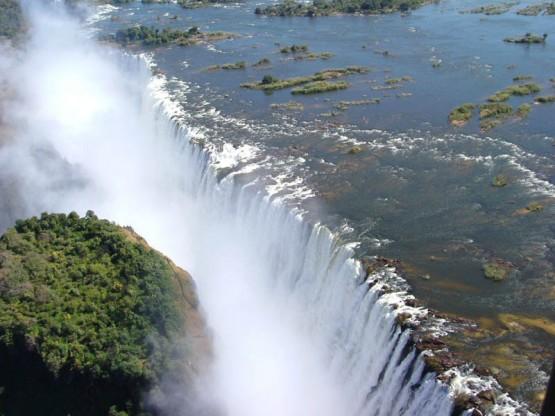 Виктория - най - големият водопад в света.
