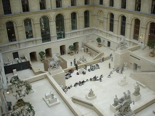 Музеят Лувър отвътре