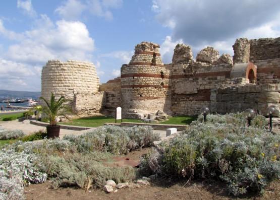 Крепостната стена на стария град.