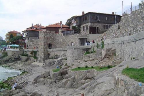 Крайбрежната крепостна стена на древният Созопол