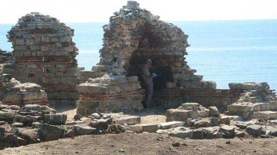 Останки от крепост в древният Созопол