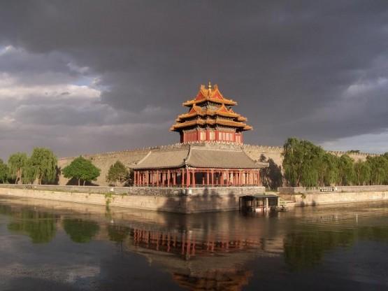Един от наблюдателните кули на двореца