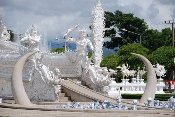 Красотата на белият храм в Тайланд