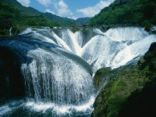 Водопад в долината Цзючжайгоу