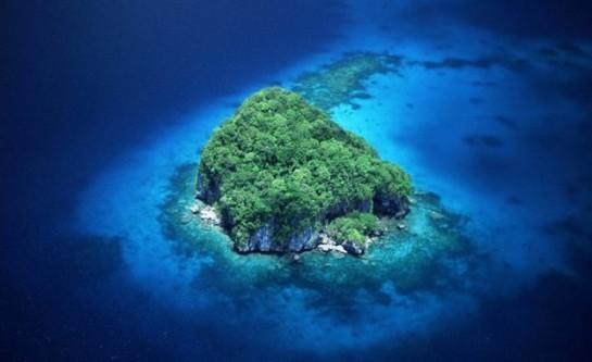 Малък остров в архипелага Галапагос.