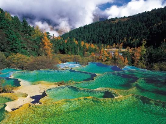 Езеро в долината Цзючжайгоу, провинция Съчуан - Китай