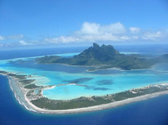 Остров Бора Бора - изглед отдалече