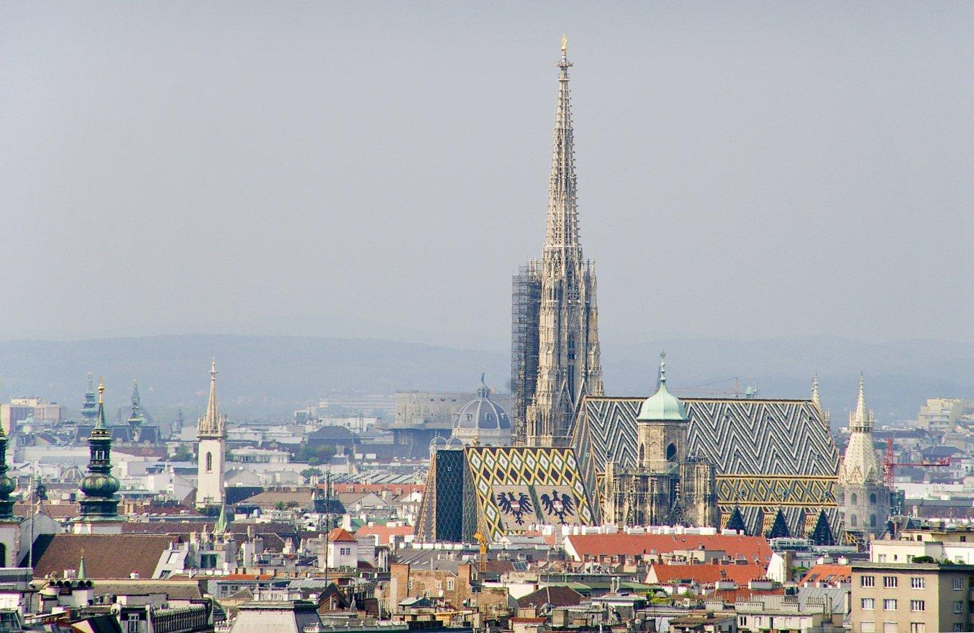 Изглед на Катедралата Свети Стефан отдалече