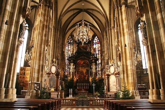 Катедралата Свети Стефан отвътре
