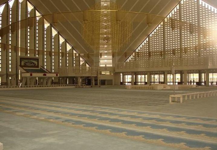 Джамията Шах Фейсал отвътре