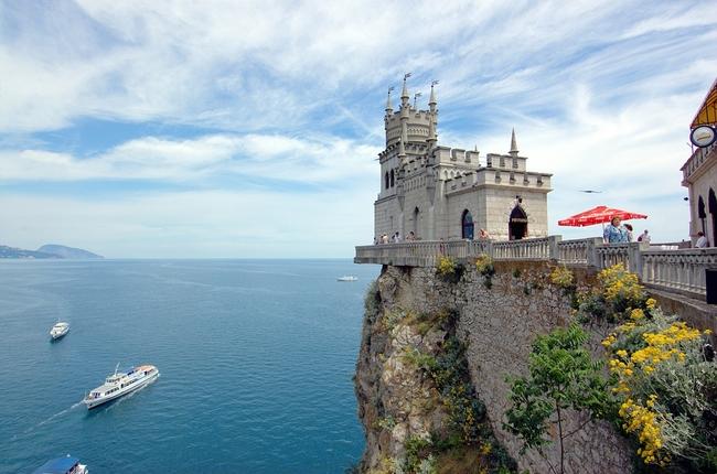 Замъкът Лястовиче гнездо